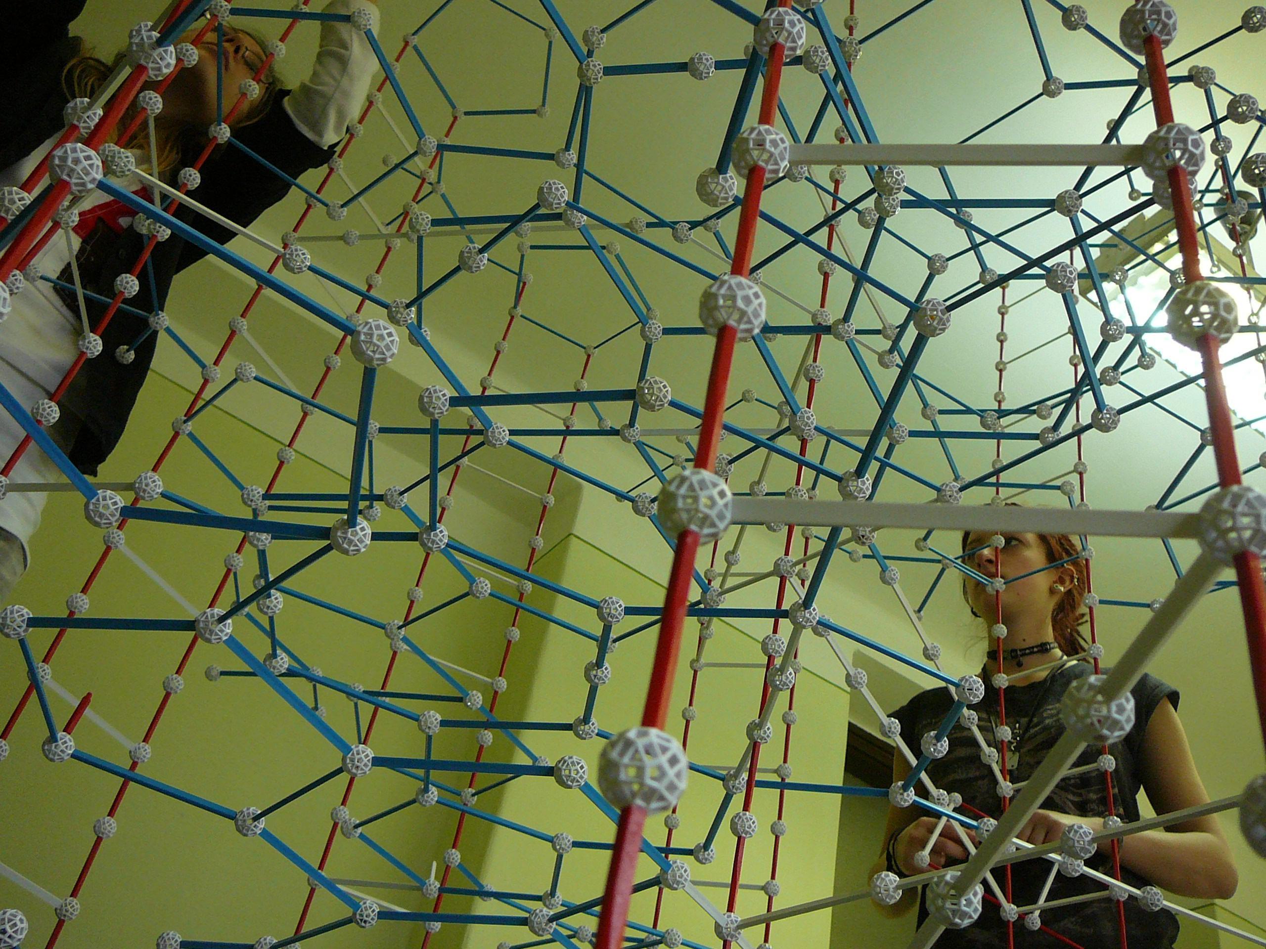 Óriás DNS-spirál Zometool-ból az ÉlményMűhellyel